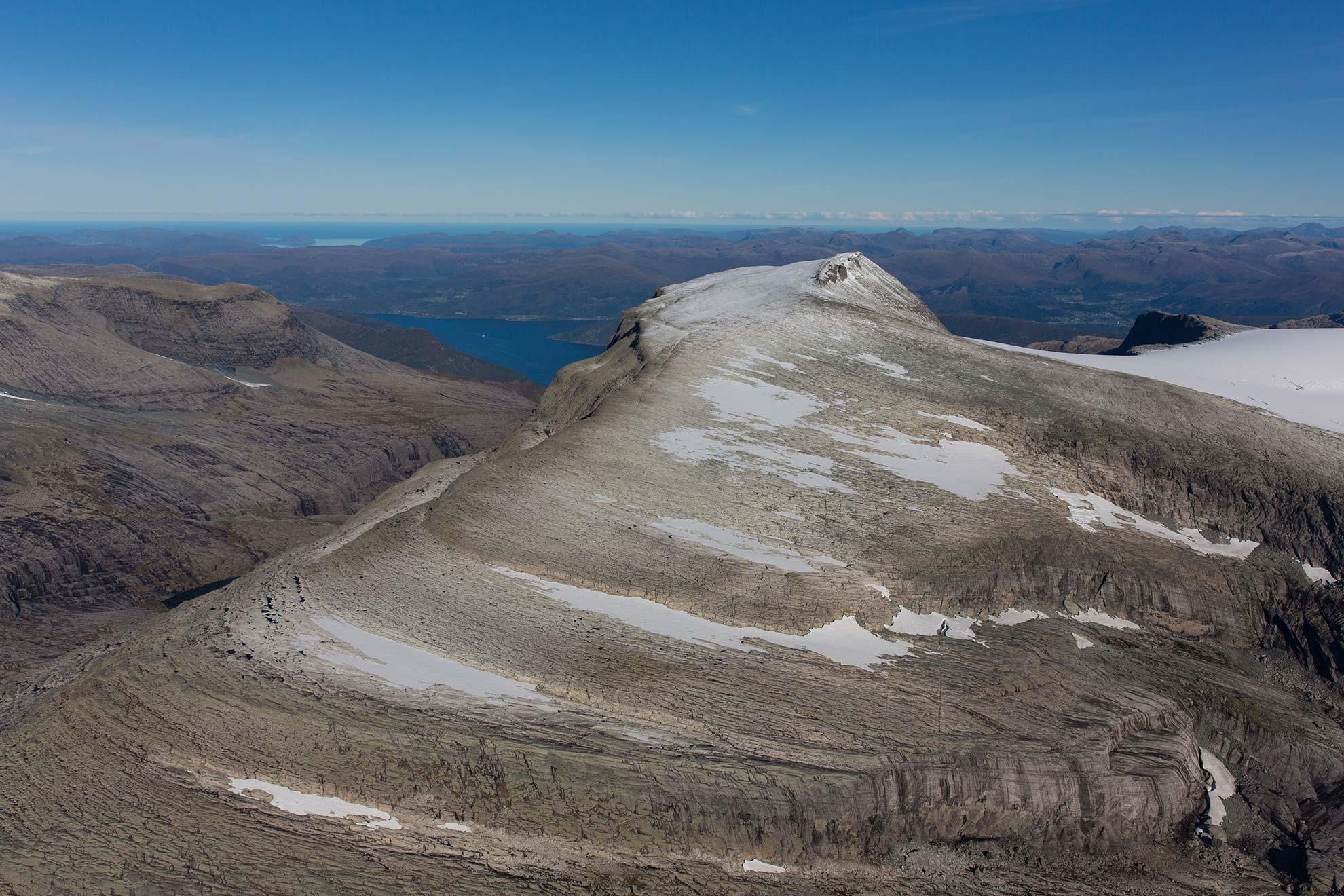 Flyfoto av Gjegnen. Foto: Edvin-André Hugvik.