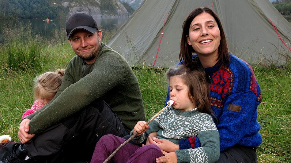 Inger Mari og Arve Jonny Akse flytta til Solheim i Hyen for å la ungane få same, landlege oppvekst som dei sjølve.