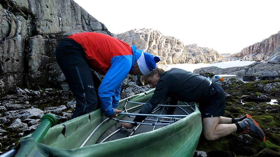 FORVENTNING:  På 20 minutt er kanoen montert. Framfor oss ligg fjellvatna på rekke og rad.