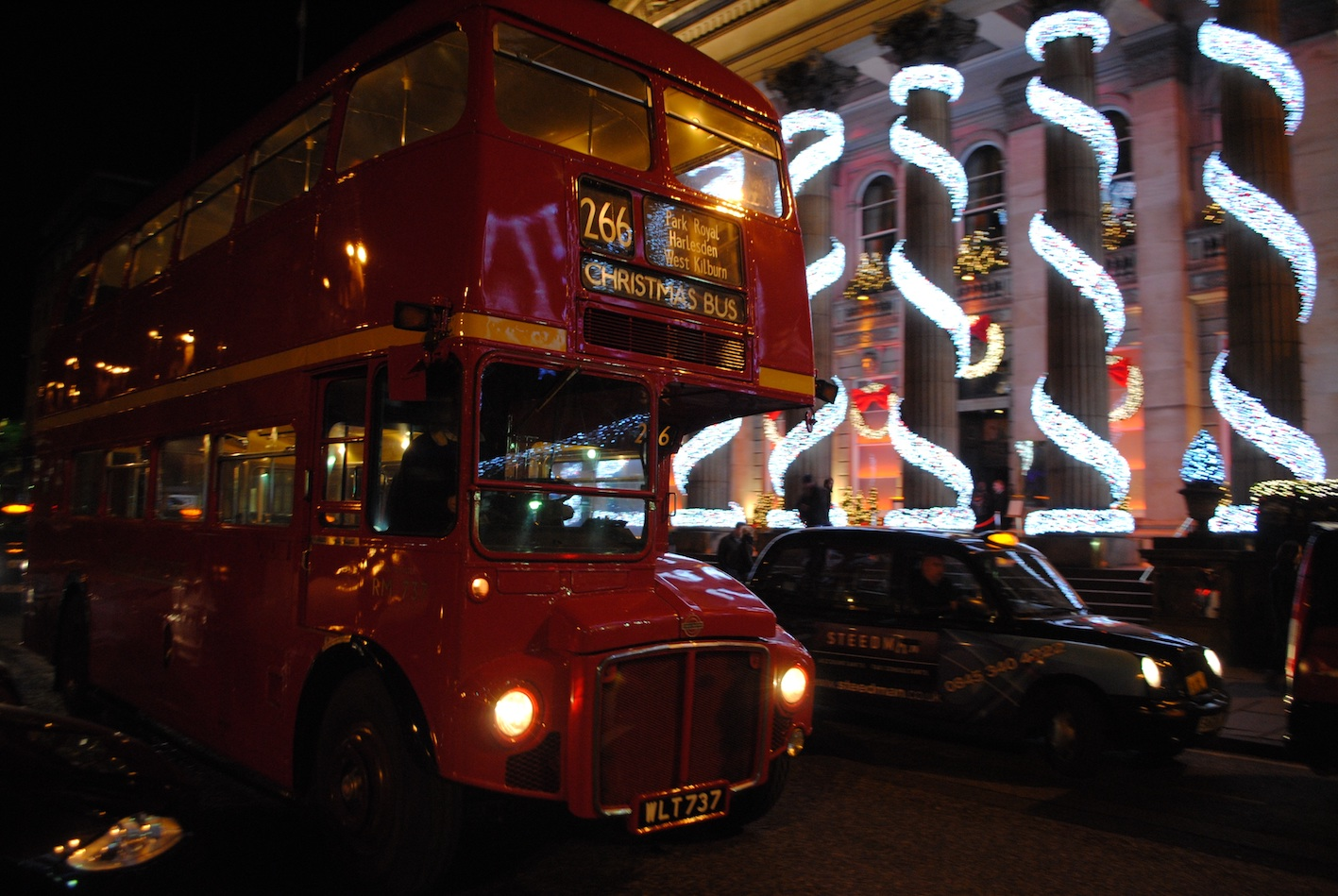 Christmas bus Edinburgh.jpg