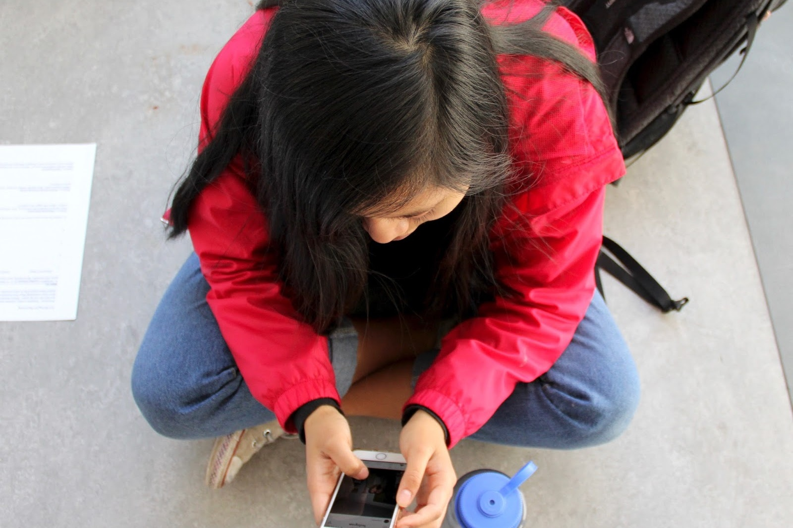 After returning from filling my water bottle up at the water fountain I realized one thing: a once engaging conversation about classes, stressful extracurricular activities, and exciting weekend plans has turned to people tapping and scrolling on their phones.