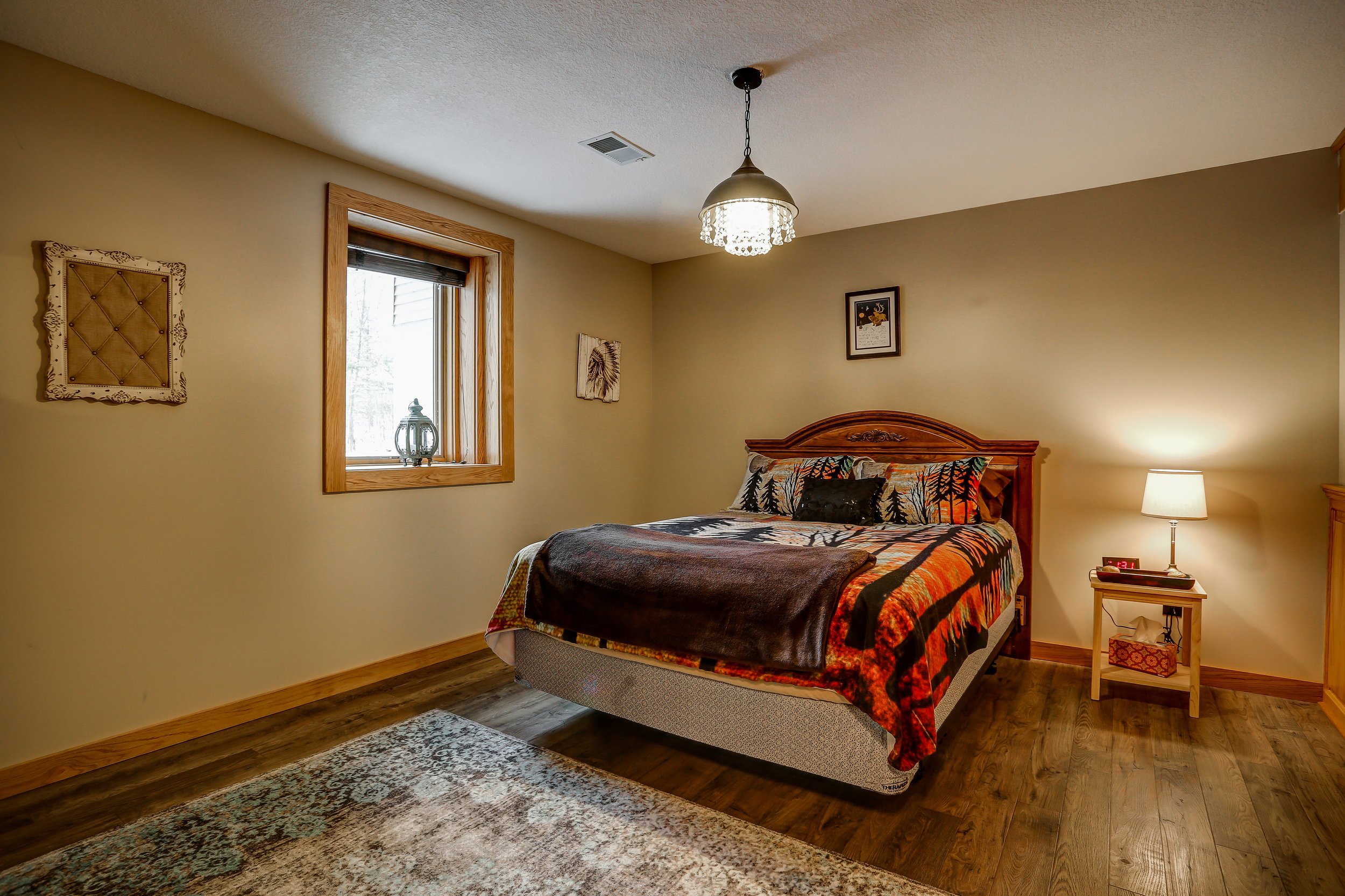 Sweet Dreams Room - Downstairs | Queen bed and shared bathroom in hallway
