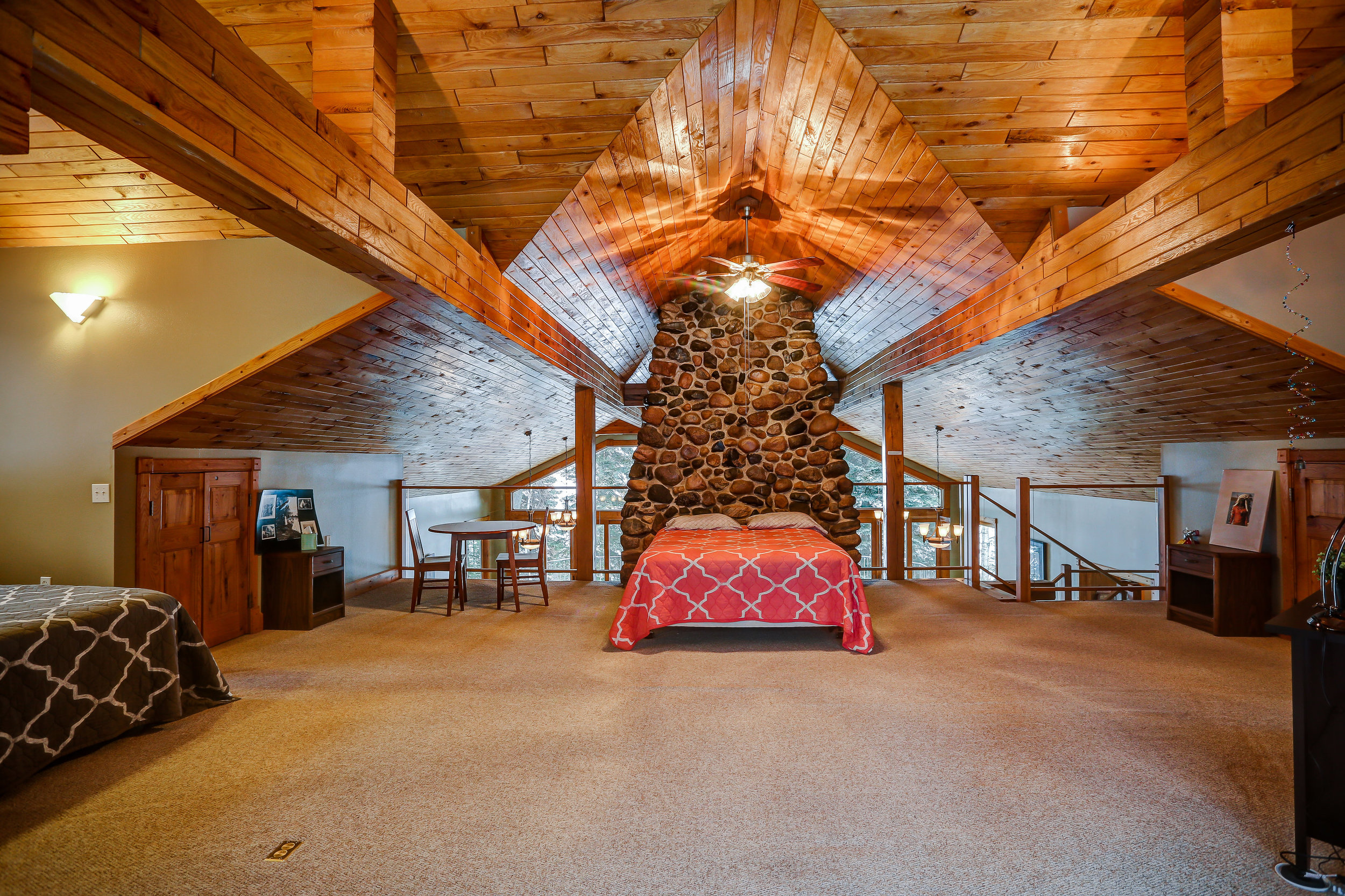Great Room Loft - Upstairs | Two queen beds and shared bathroom on main level