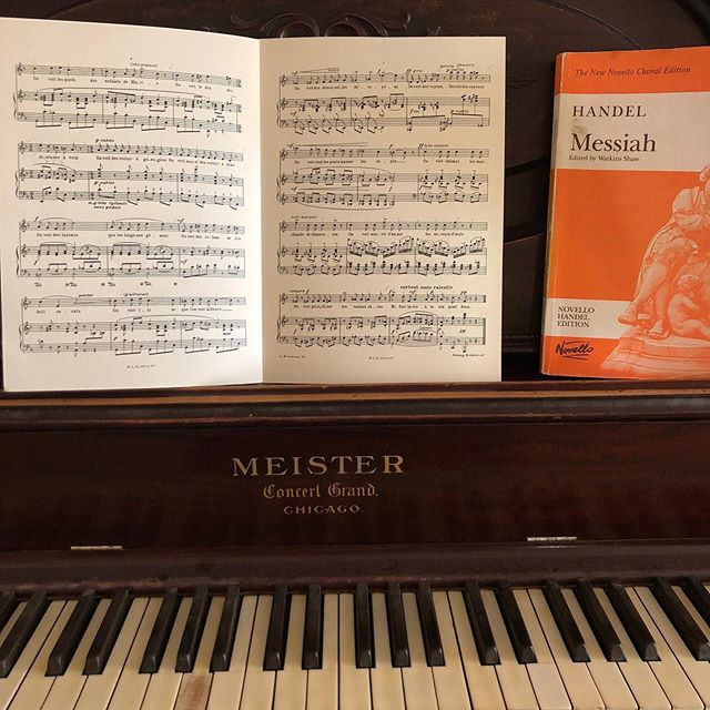 Spending a glorious Sunday morning at the piano. Loving these Poulenc songs and working towards that quarter note = 152 marking. 😅 Plus it's never too early to dust off that Messiah coloratura! 🤓🎹 . . . . . #poulenc #deux #poems #louis #aragon #handel #messiah #sunday #sundayfunday☀️ #practicedaily #sundaymorning #practicepracticepractice #practicemakesprogress #artsong #sopranolife #orchestra #soloist #classicalmusic #classicalartist #piano #chicago