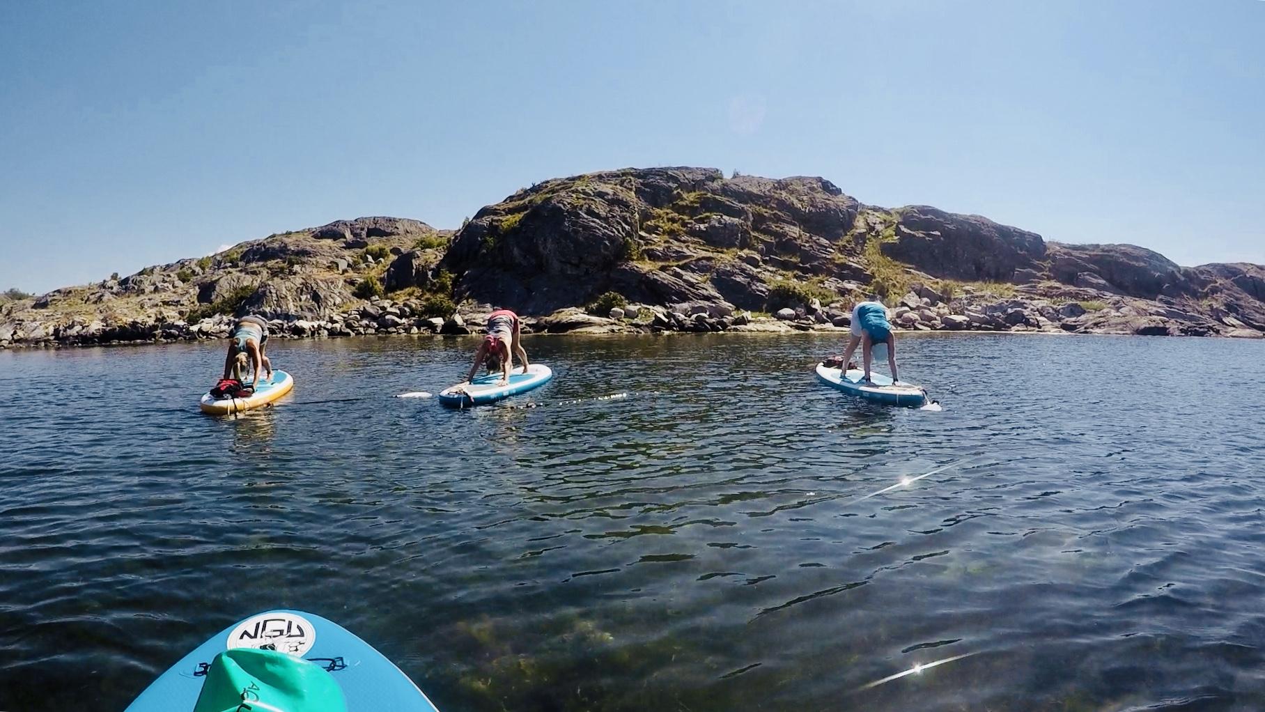 SUP-Yoga i vackra Bohuslän sommaren 2018 i samarbete med Kajaktiv Tjörn
