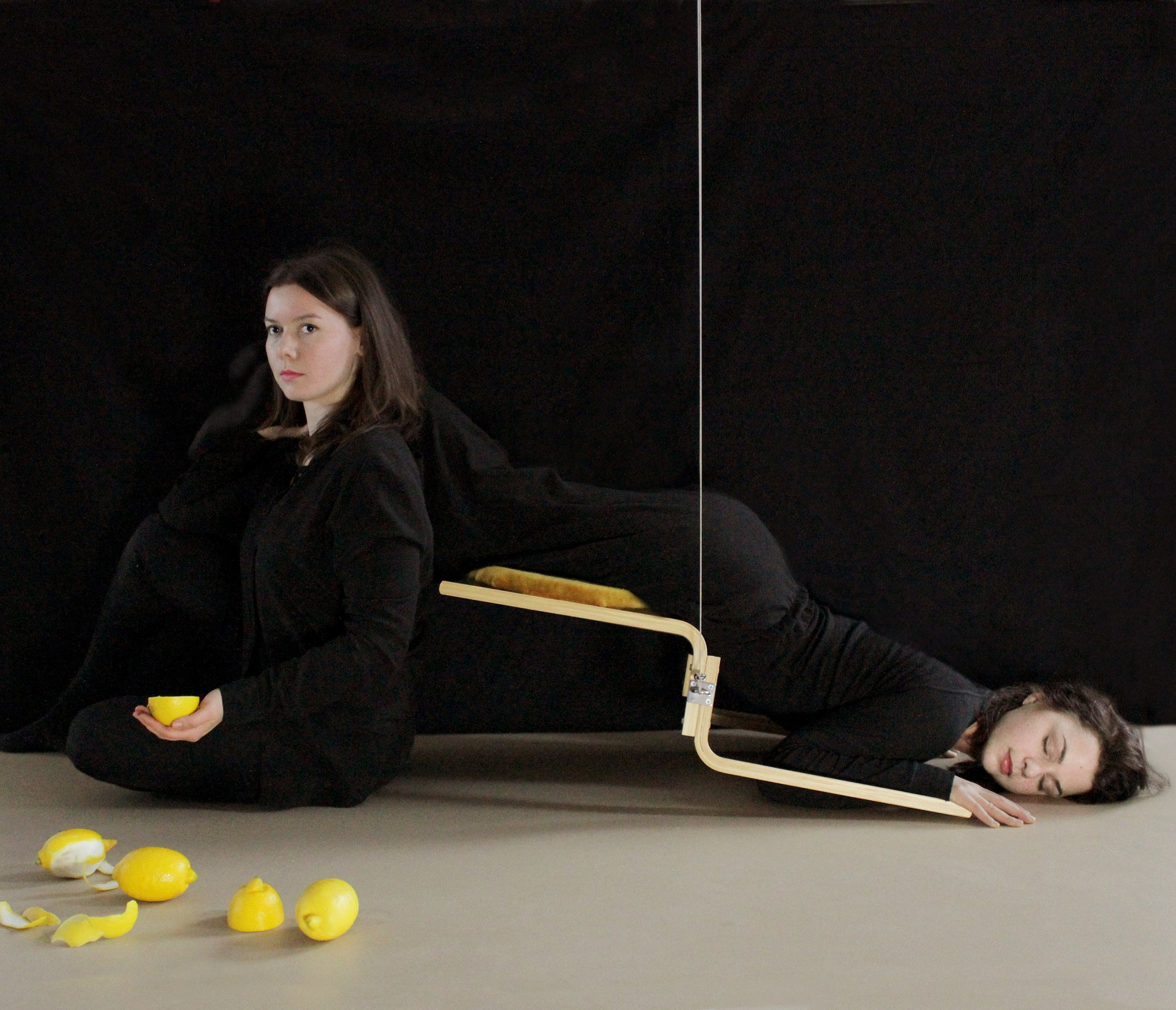 """""""Gravity Control"""" - A chair for couples TTC"""