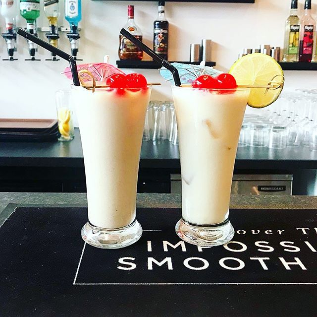 Our famous Caribbean punches are definitely a house favourite. Both the Guinness Punch and the Pineapple Punch have been said to be the best you will ever have. Don't believe us? Come down a give them a try for yourself. We look forward to welcoming you!🍹☀️ Open today until 3pm and reopen again at 6pm - 10pm!! • • • #cocktails #caribbean #vibes #pineapple #guiness #punch