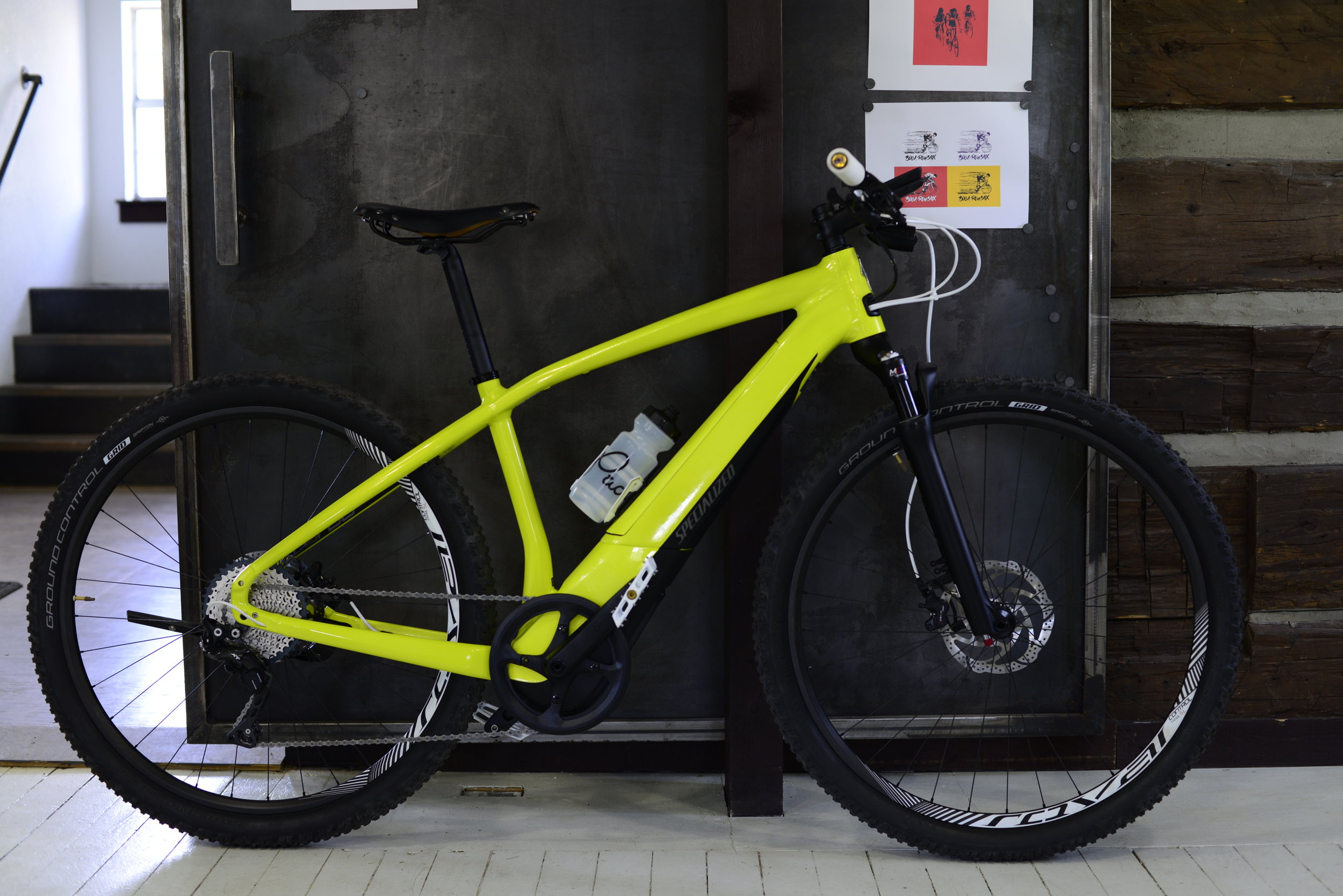 2018 Specialized Turbo Vado pictured here was customized by Pacos to mix single track, bike paths, and roadways for the adventurous town to trail ride.