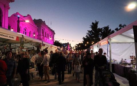 Quay Street gets its market on: Photo courtesy Rockhampton Regional Council.