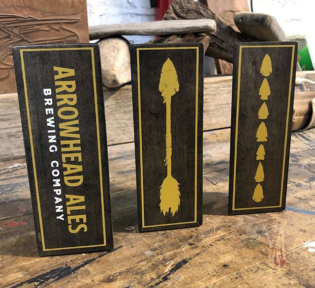 @arrowhead_ales got a new look recently. These ebony stained triangular maple handles really show off that gold ink.
