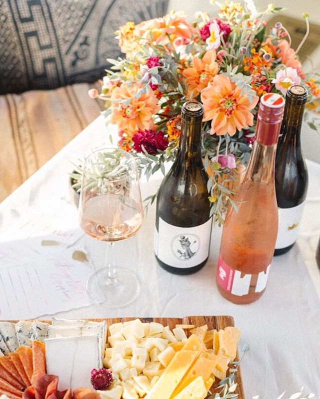 Thank you to @beijosevents for including us in the best styled Duffy Boat shoot EVER😍  #ocflorist #florist #fallflowers #duffy #duffyboat #newportbeach #fall #winetasting #palmsandpetals #weddingflorist #weddingflowers #ocweddingflorist