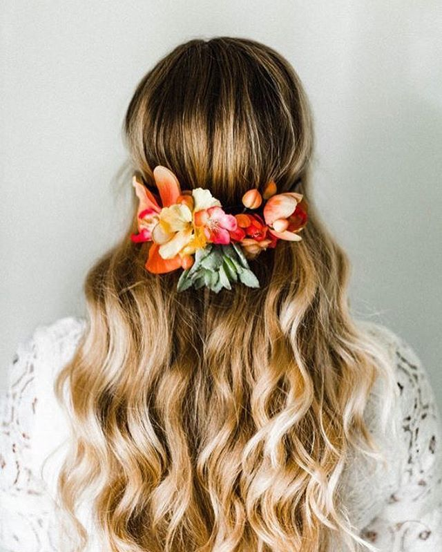 @palmsandpetals Friday morning goal: Wake up in morning and create this beauty! #flowercrown #wavyhairstyle #inspiration #ocflorist