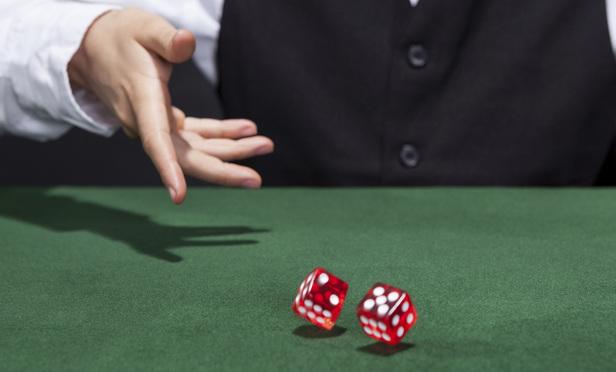 rolling_dice-Article-201504021454.jpg