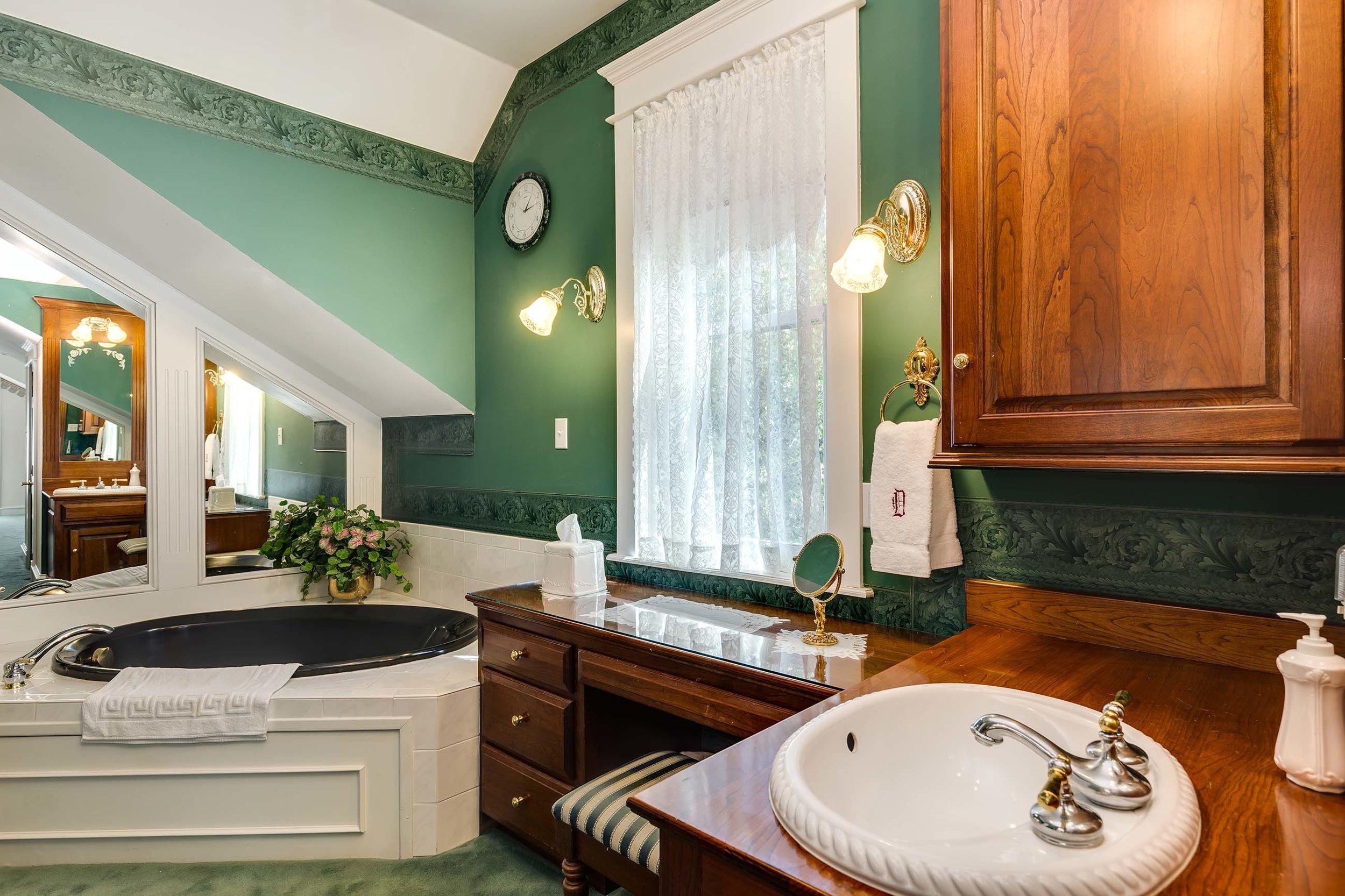 Master Bath - Upper Level