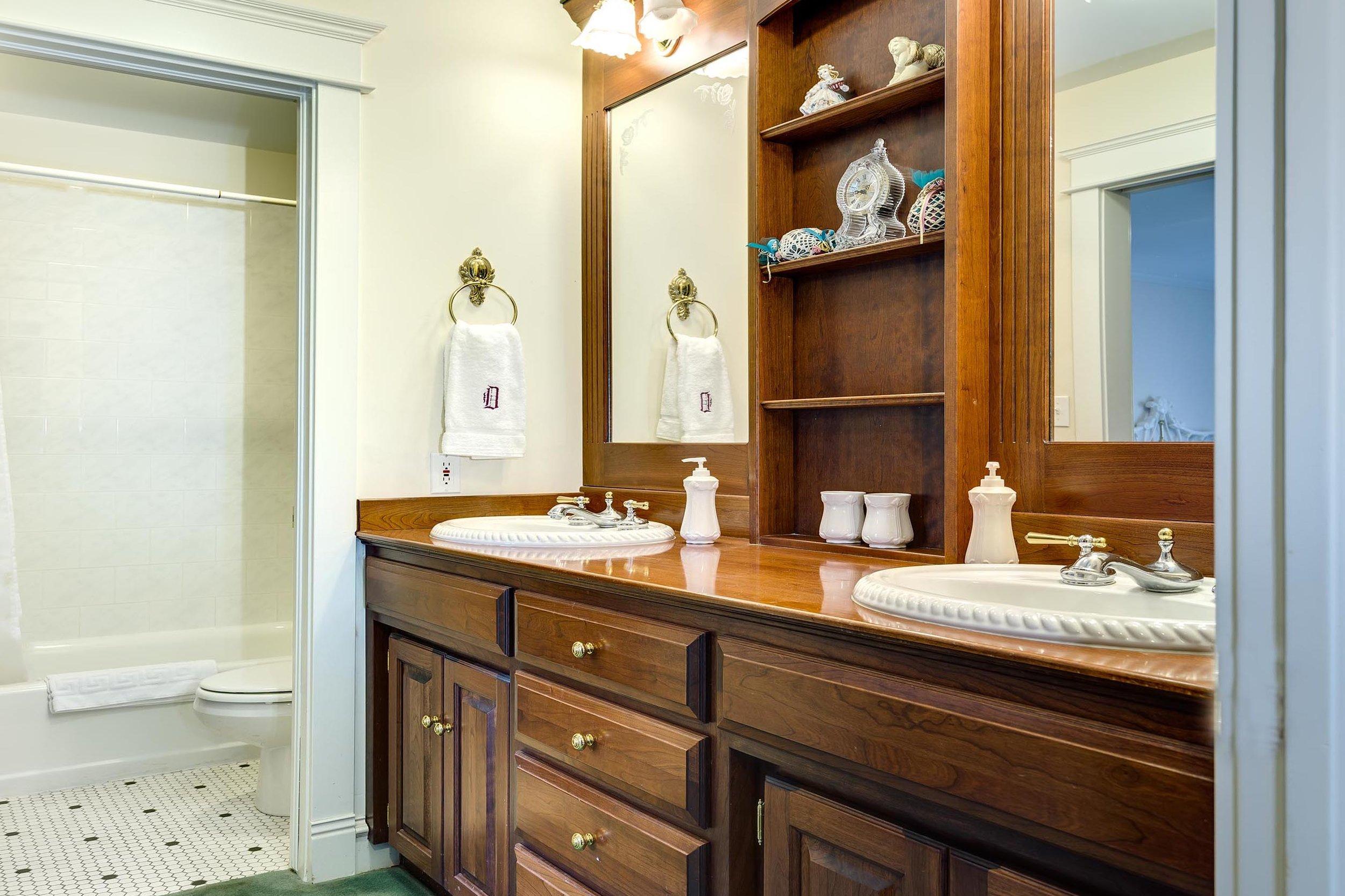 Bathroom - Mid Level