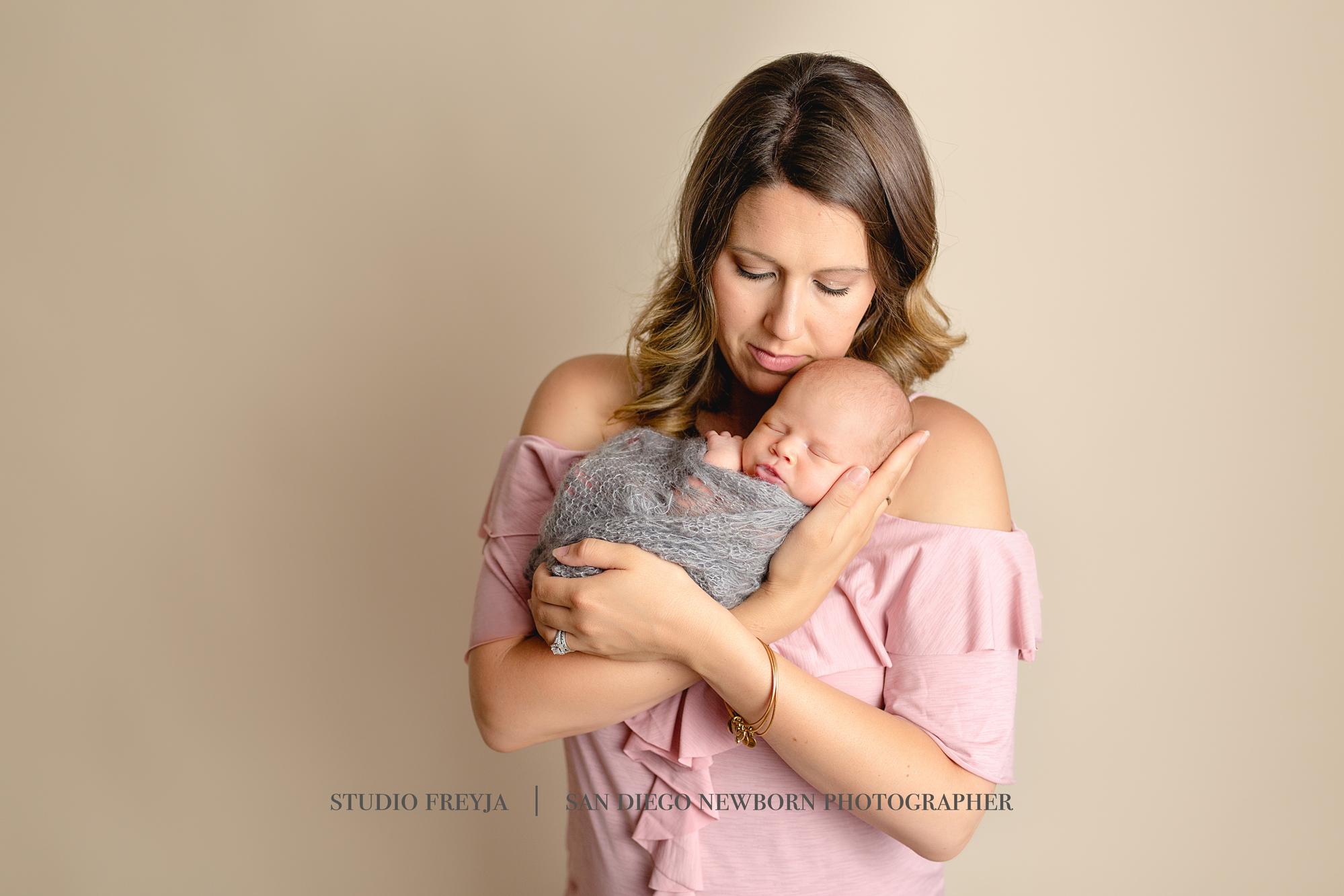 Logan Newborn Pictures Copyright Studio Freyja (4 of 7).jpg