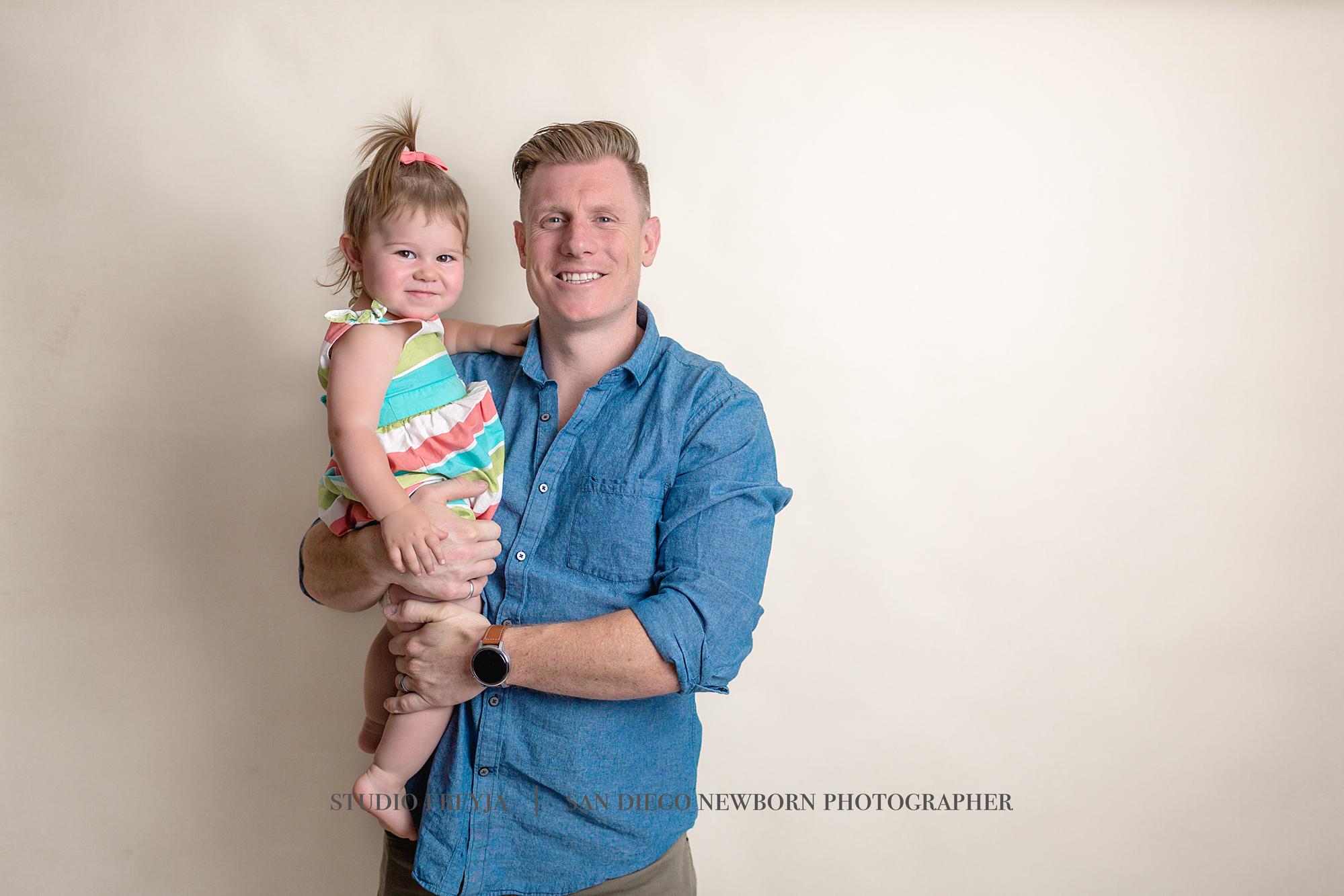 Color Max Newborn Pictures Copyright Studio Freyja (2 of 8).jpg
