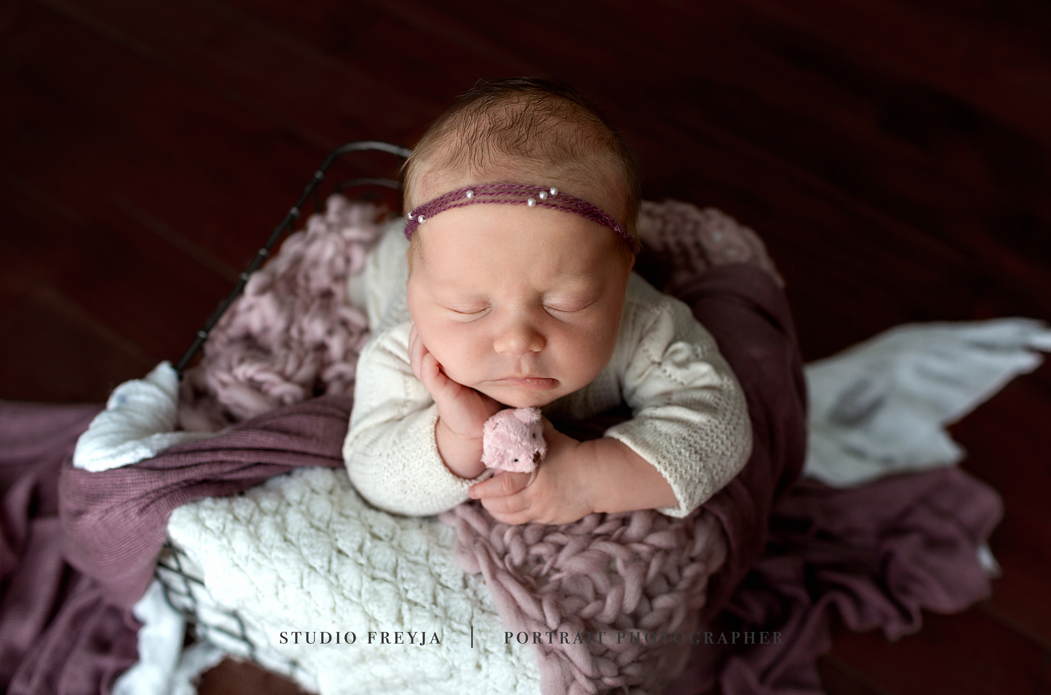 Vivan Newborn Session Copyright Studio Freyja-15_1.jpg