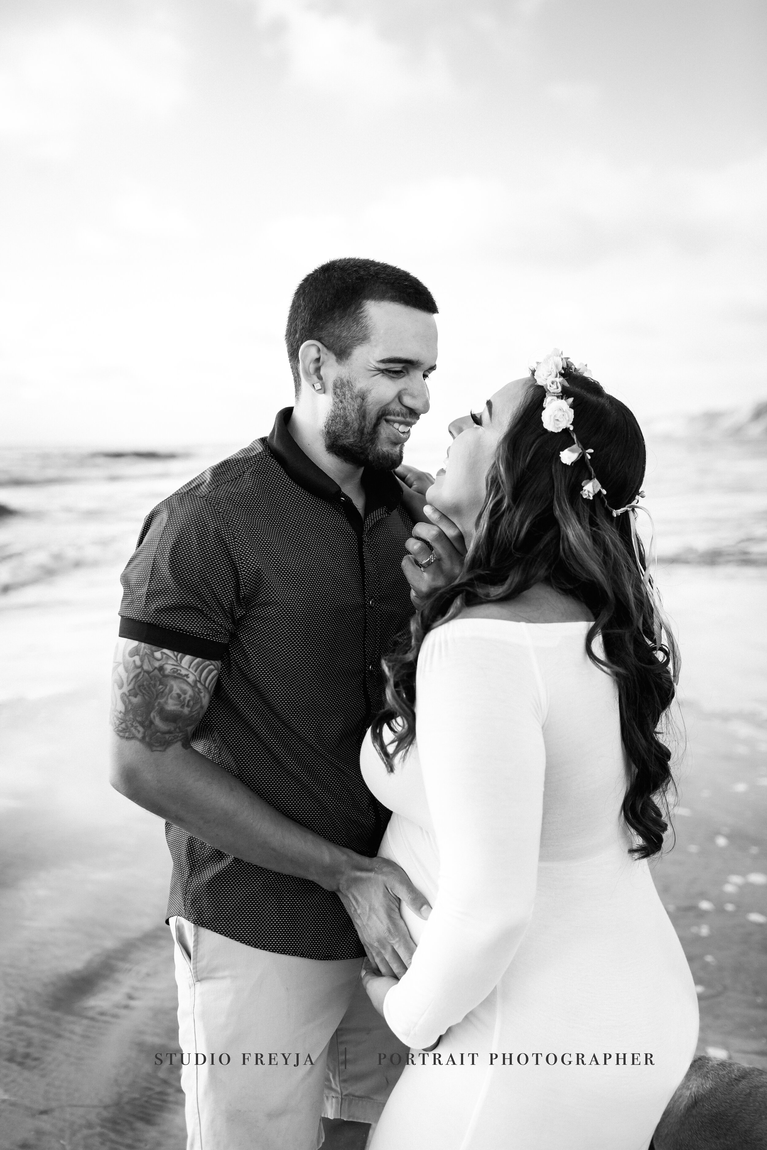 Black and White Maternity Beach Session