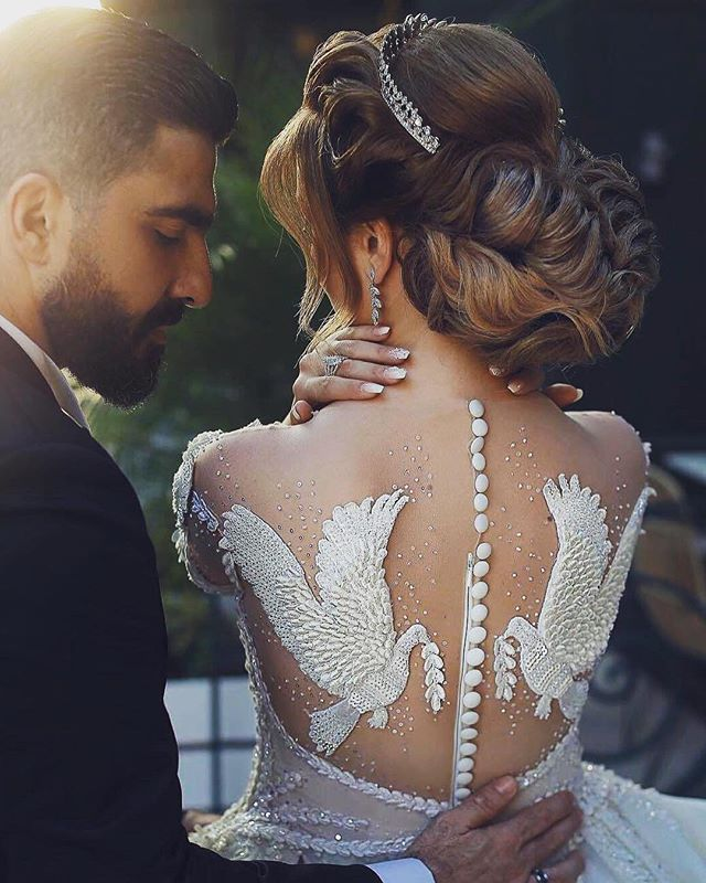 The details on this dress, my goodness!!😍 @cratewedding @wedding.pages