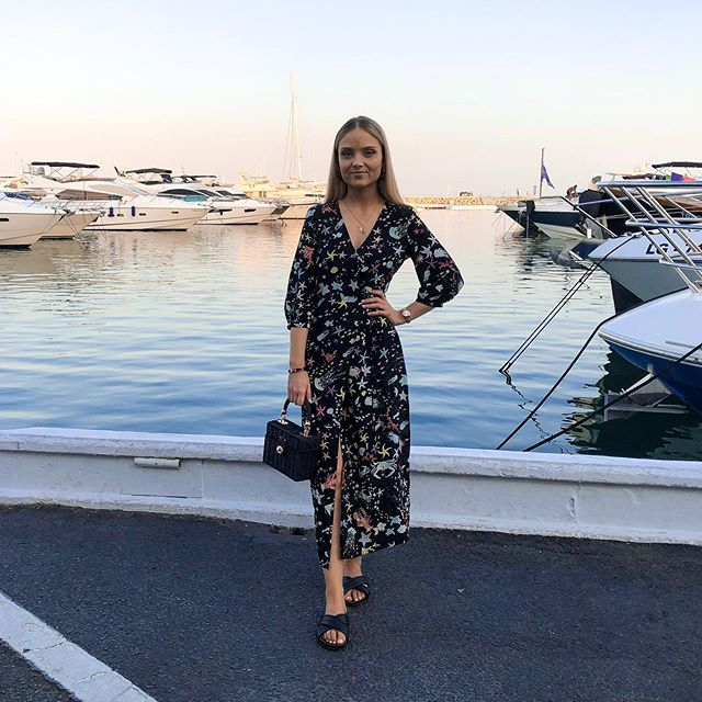 Throwback to last week when I got to wear one of my favourite @rixo dresses - The 'Phoebe' Wrap Dress 🦞 〰️ . #humansofrixo #rixo #holidaystyle