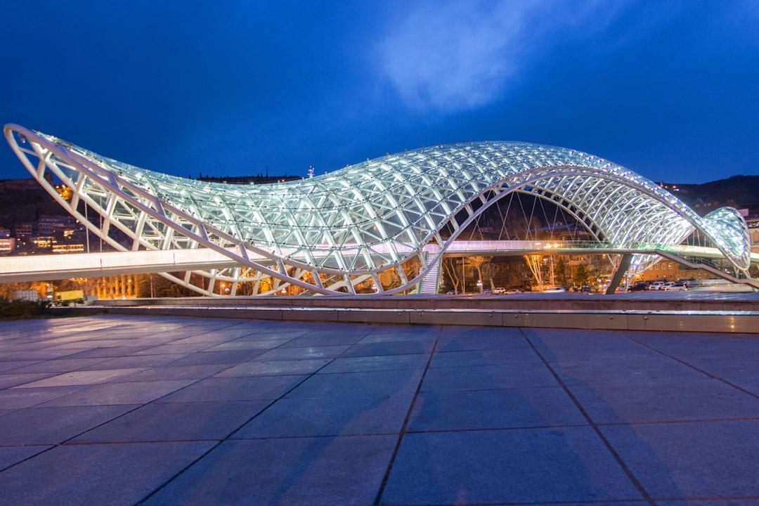 Мост Мира - Шедевр, созданный итальянским архитекторомМикеле де Лукки.
