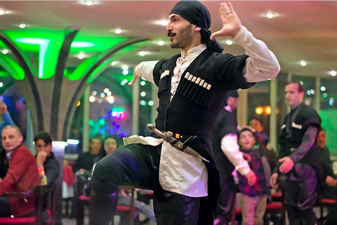 Ужин с шоу - Вас закружит настоящий грузинский танец.