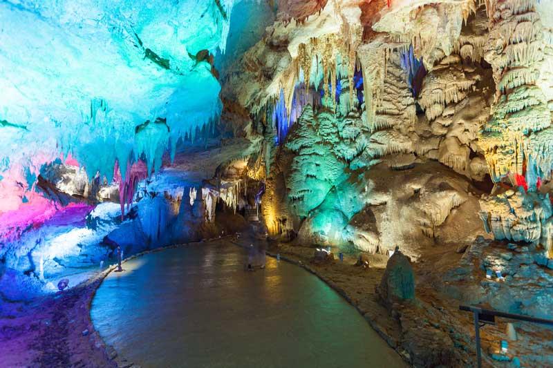 Как в сказке - Вы посетите одну из главных достопримечательностей Грузии— пещеру Прометея
