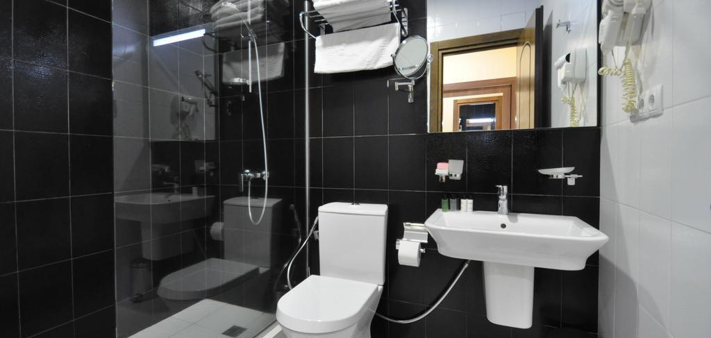 batumi-boutique-hotel-o-galorge-2-bathroom-NAMERANI.jpg