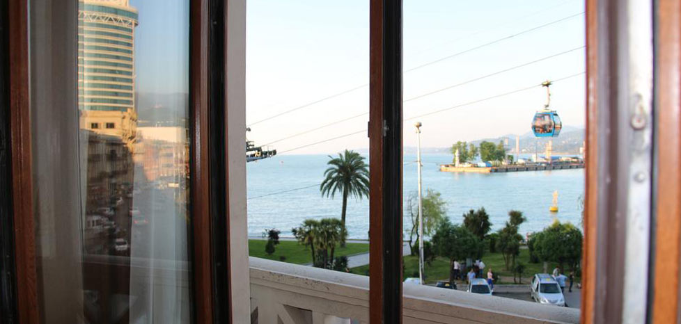 Батуми-апартаменты-снять-вид-из-окна-2-Odisea-Apart-Hotel-NAMERANI.jpg