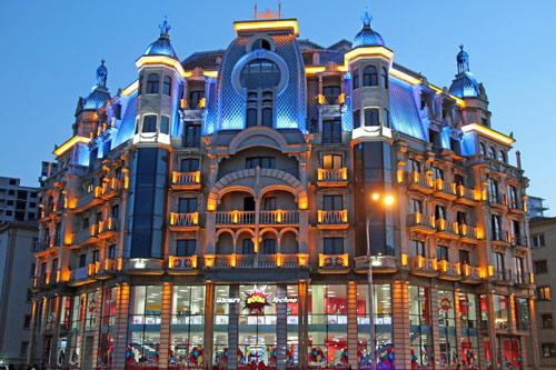Odisea Apart Hotel - Апарт-комплекс Odisea расположен в городе Батуми. Замечательные апартаменты со всеми удобствами.До площади Пьяцца нужно пройти 500 метров. Гостям предоставляется бесплатный Wi-Fi.