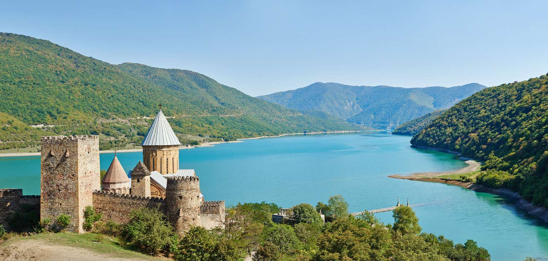 Крепость-Ананури-Грузия-Туры-NAMERANI.jpg