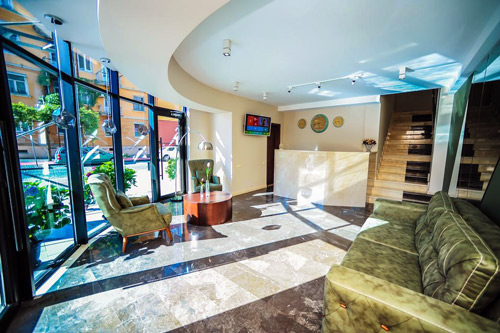 Hotel Hills 3* - Отель Hills расположен в Батуми, в 450 м от дельфинария. До пляжа можно дойти всего за 12 минут.В отеле работает бесплатный Wi-Fi. Все номера оснащены системой звукоизоляции, кондиционером и телевизором с плоским экраном.