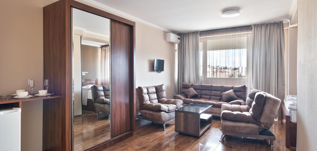 Комната-3-Hotel-Tbilisi-Central-by-Mgzavrebi-NAMERANI.jpg