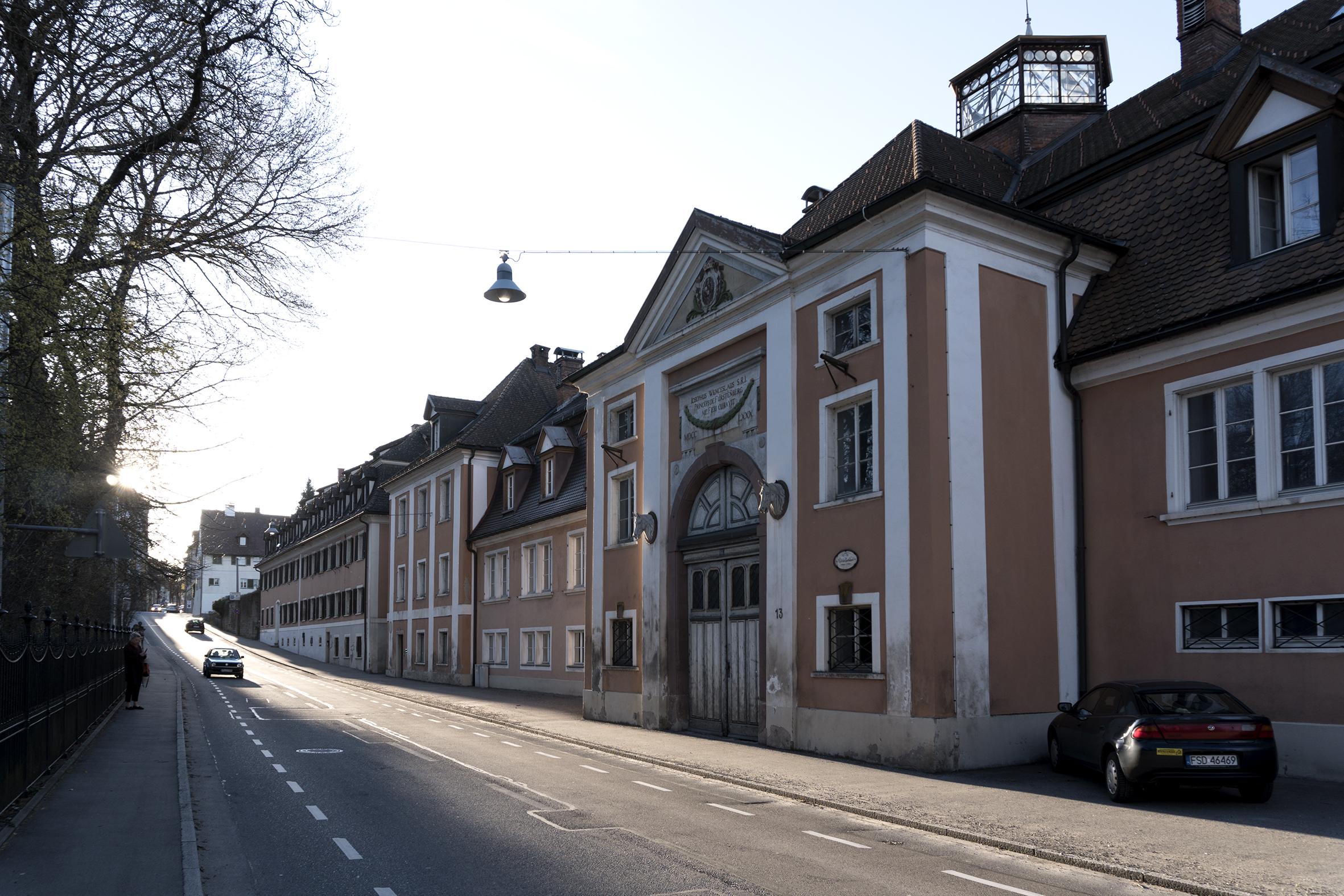 L'ancien manège en bordure du parc du Château.