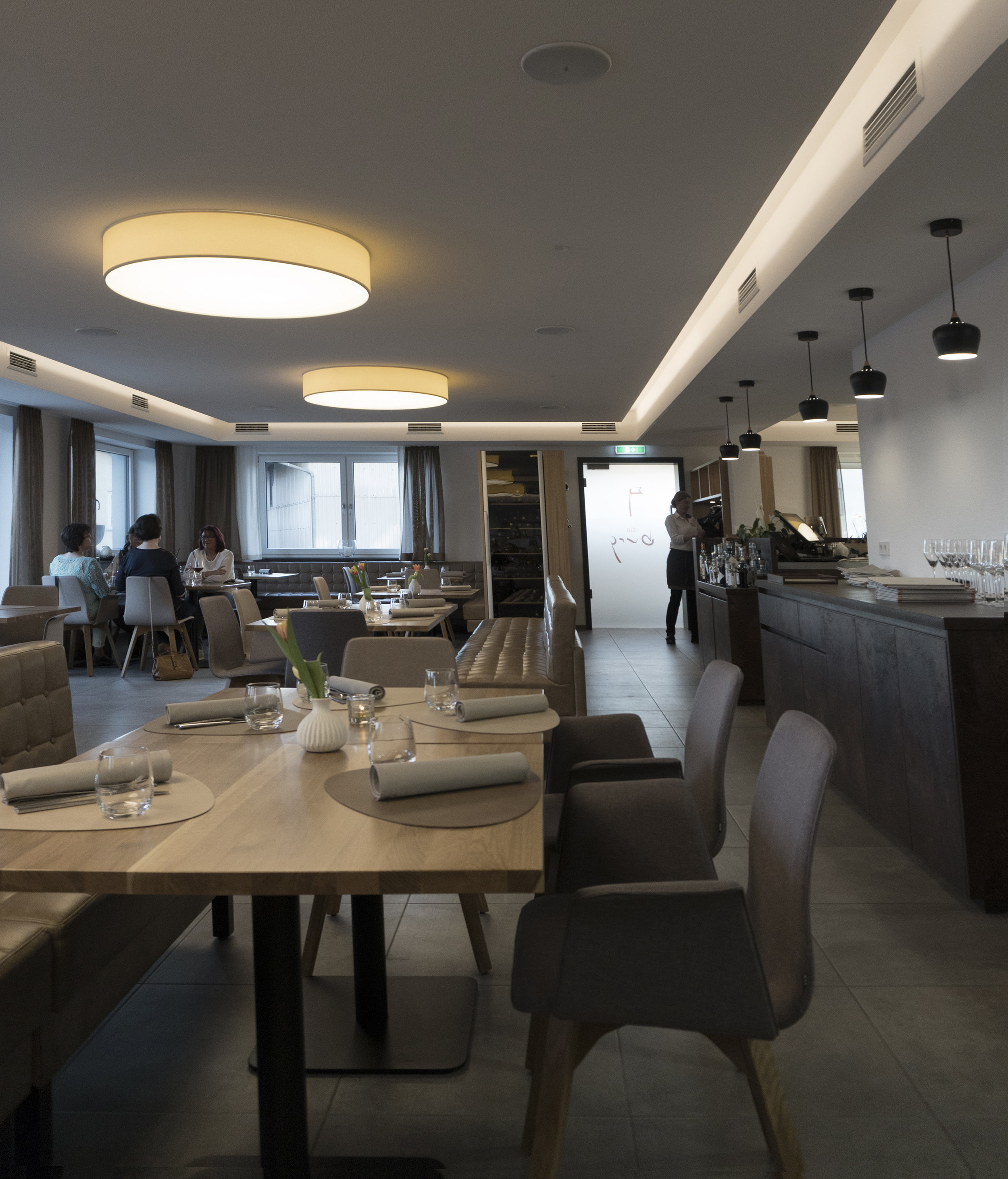 - A bright setting and a warm, personalized service dedicated to the pleasure of gourmets and fine cuisine...