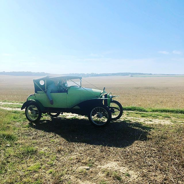 "*Et hop... un petit tour en ""Zèbre"" voiture ancienne de 1919... *Strolling around the country side in a 1919 ""Zèbre"" vintage car . #vintagecar #countryside #voituresanciennes #recycling #oldthings #beautifuldesign #vacancesalacampagne #"