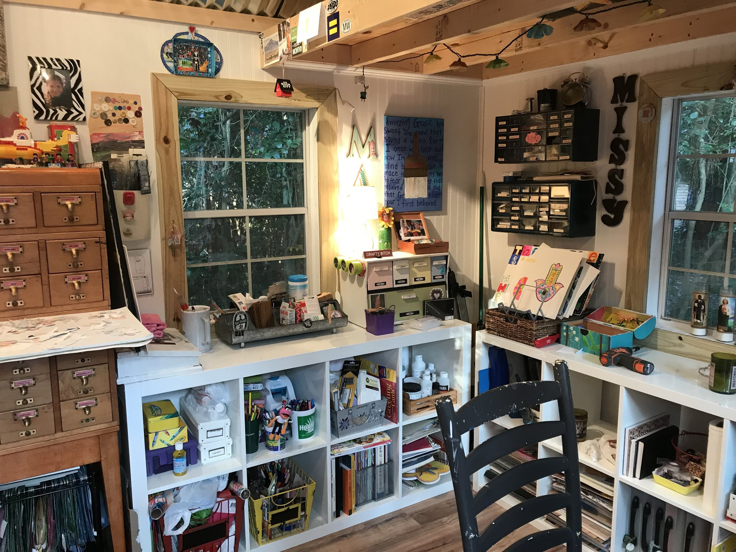 This shelf holds my ridiculous collection of paints, crayons, pens, markers and pencils - THREE cubbies worth! I could teach a kindergarten class! It's also home to my books, magazines and random gessos, mediums, glues and stuff.