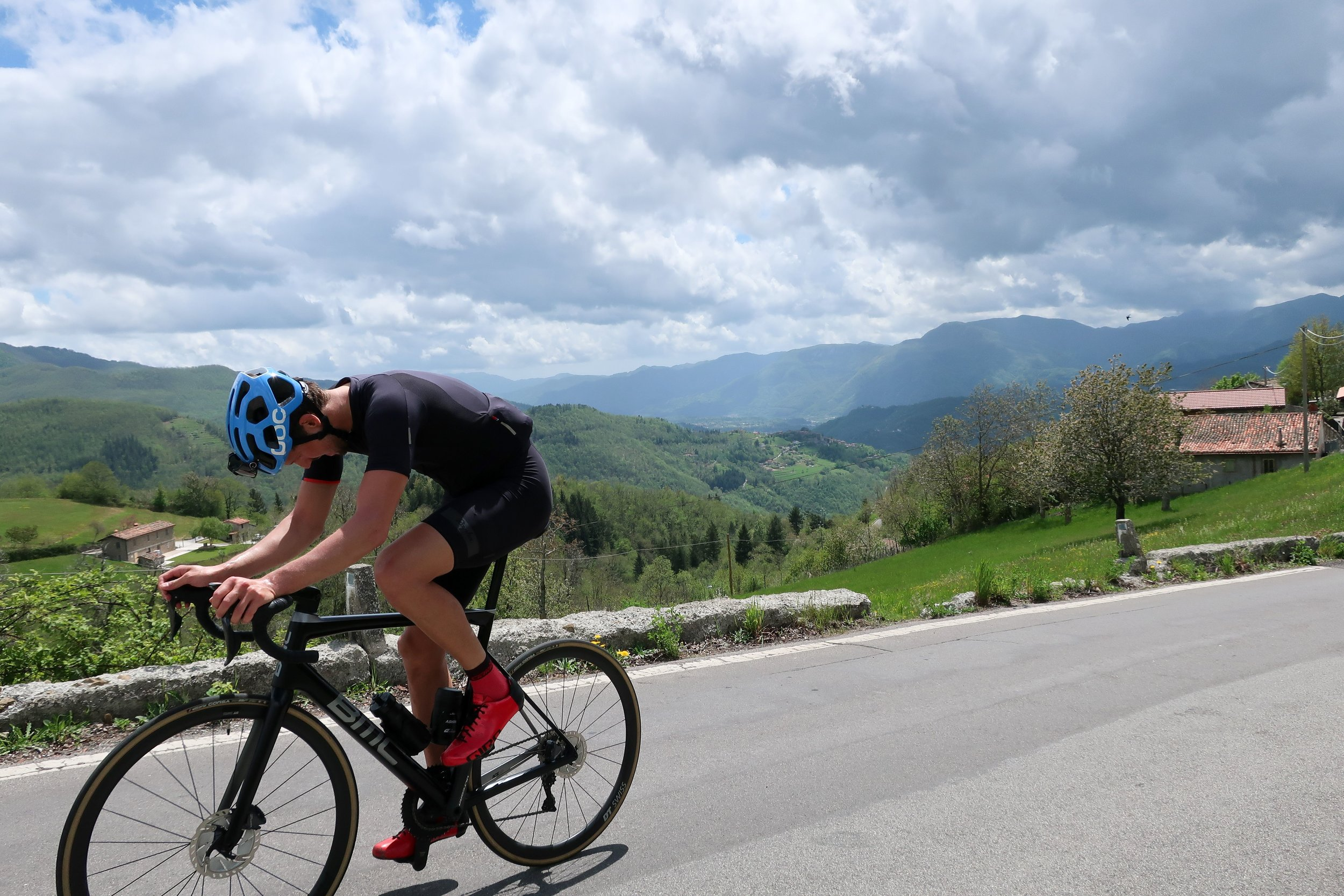 1. San Pellegrino in Alpe - 12km, avg. 9.1%Easily the most difficult HC climb in the vicinity of Lucca with sections at 17.7%. She has a gentler and kinder sister named Passo delle Radici, but she's not spunky nor feisty like San Pellegrino. The closer you get to the top, the harder she makes you work. And once you're finally there, don't plan on just coasting home. No no. Then you ride up the backside of Abetone until