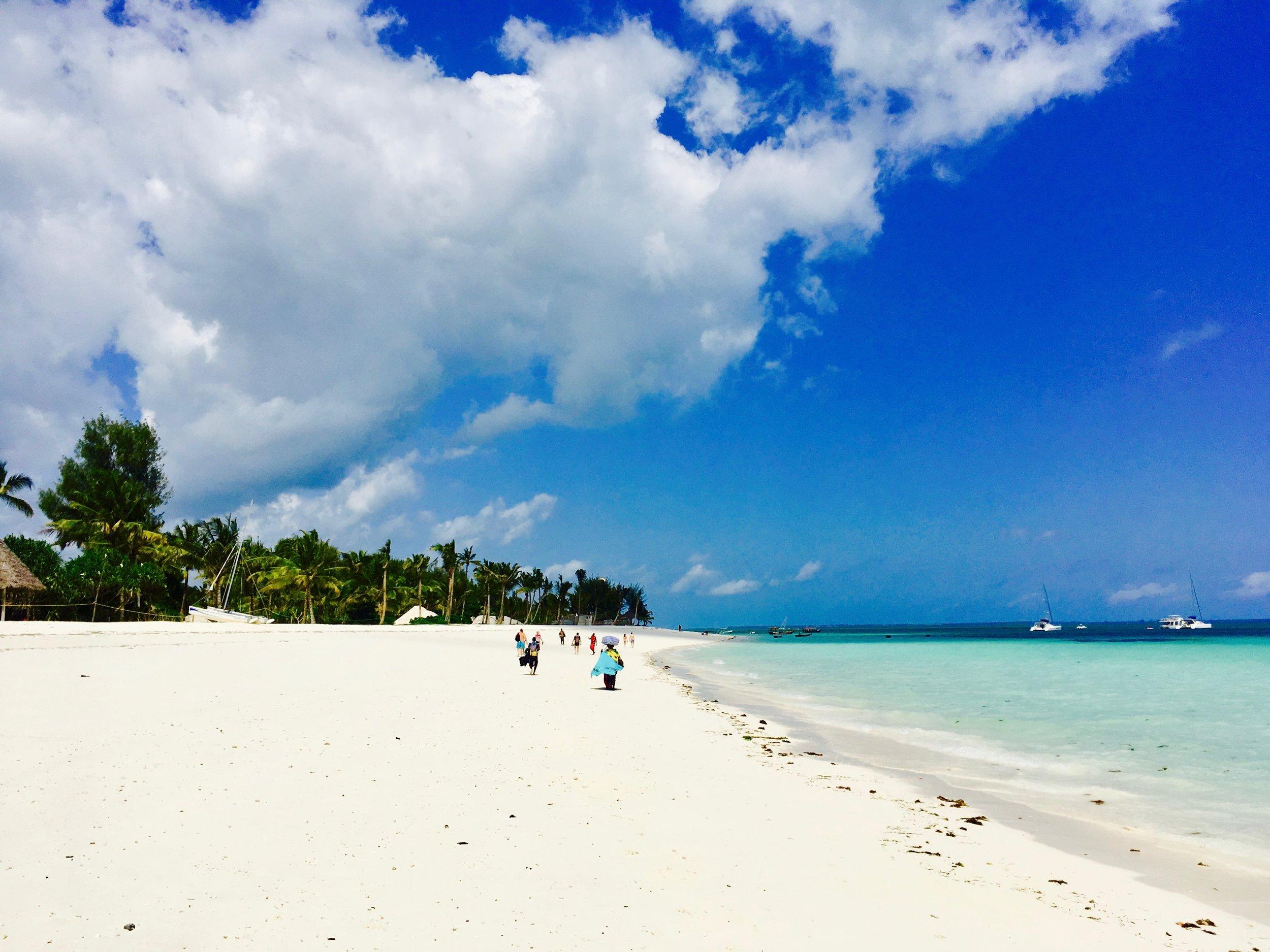 So schön, dass es fast wehtut: Der Strand von Nungwi an der Nordspitze Sansibars