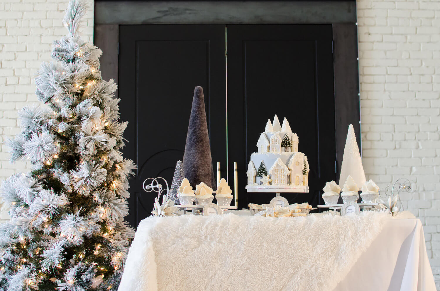 Elegant Winter Bridal Shower Ideas with white and grey. See more from this Winter Wonderland themed Bridal Shower Inspiration created by Mint Event Design. www.minteventdesign.com #winterweddingideas #weddingwedding #bridalshowerideas #winterwonderland