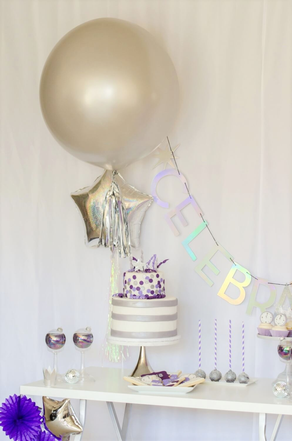 New Years party decor ideas.  Visit the blog for more ideas for your dessert table.