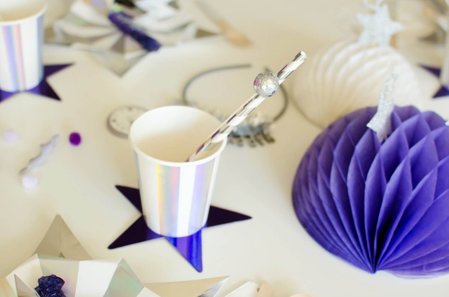 New Years party decor ideas. Loving the silver and ultra violet color