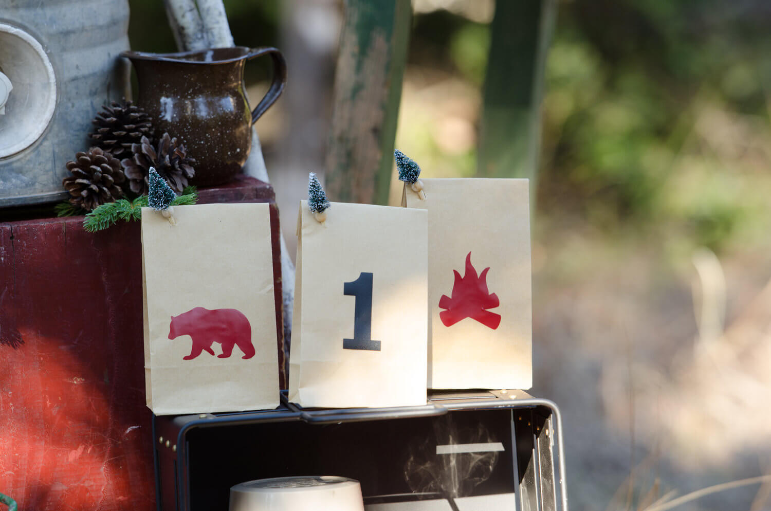 Goodie bags idea for a Lumberjack party / lumberjack party decor / lumberjack party ideas / Styled by Carolina from MINT Event Design / www.minteventdesign.com