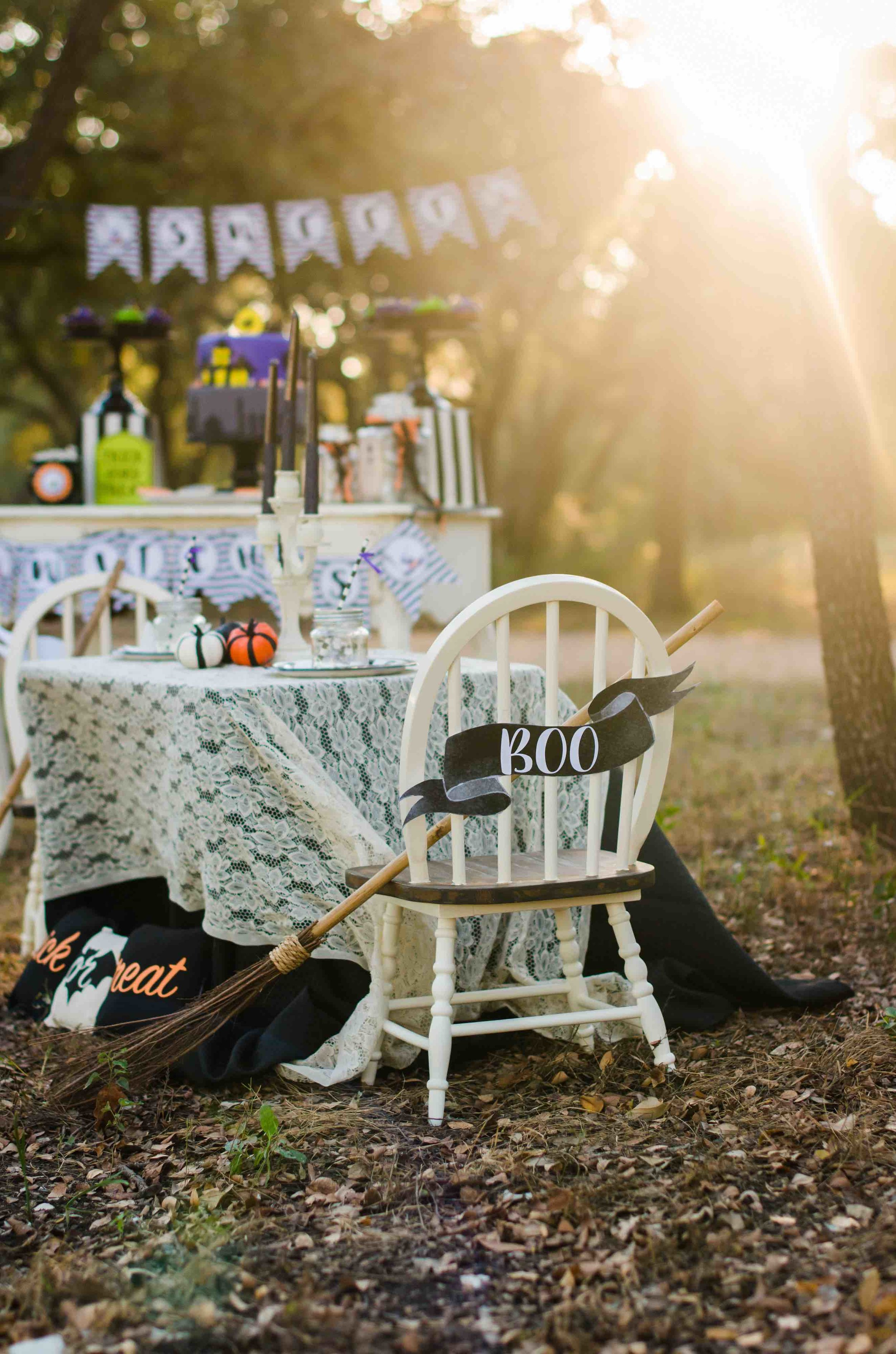 Guests will love sitting at this Halloween Party Table with a decorative Halloween Boo Sign. Click to see all the Halloween Party Ideas that you can re-create for your very own Halloween Kids Party. Styled by party stylist Mint Event Design. #halloween #partyideas #partyinspiration #partydecor #halloweensign #halloweendecorations