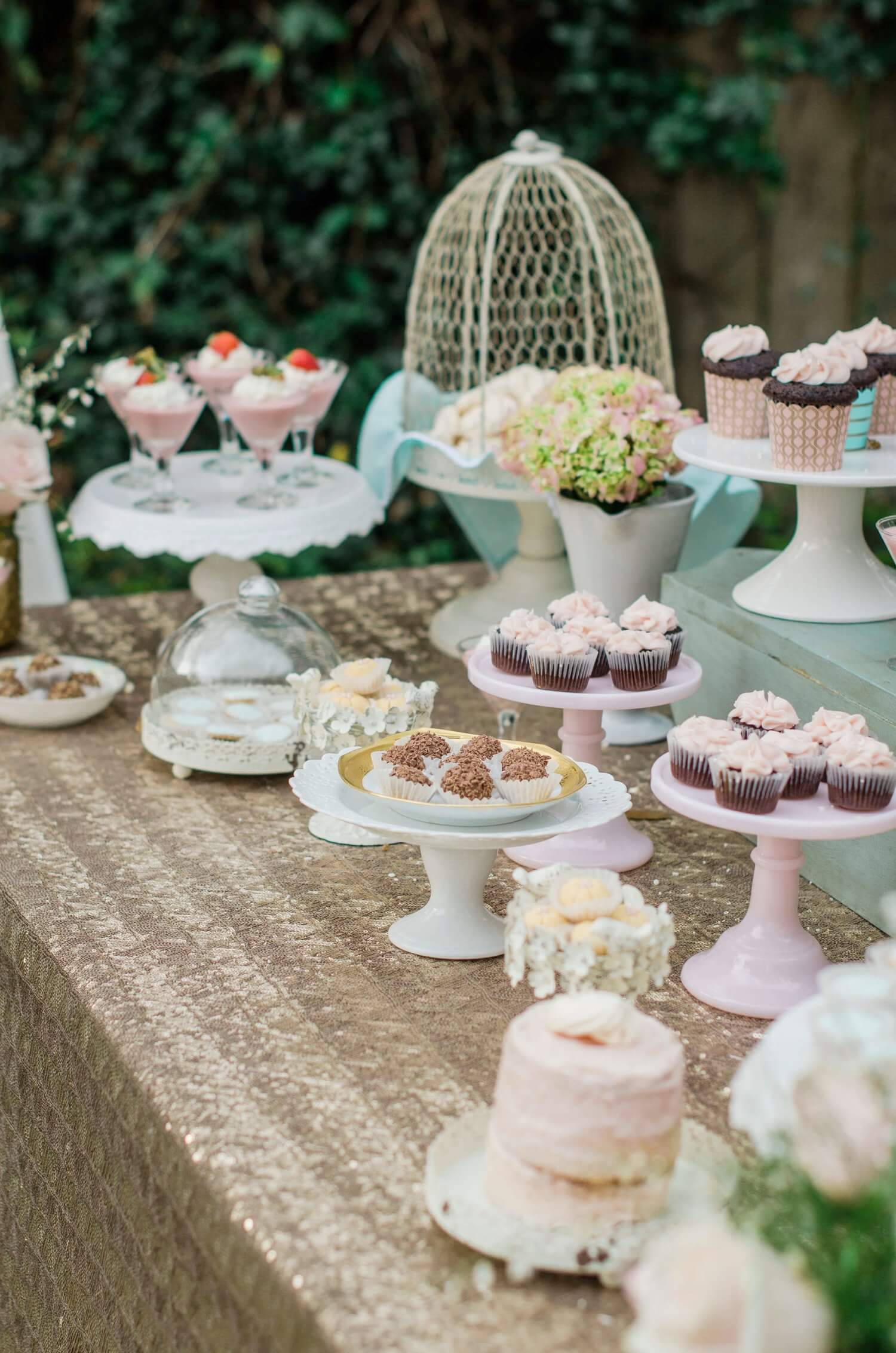 Bridal Shower dessert table / Garden Bridal / Shabby Chic Bridal Shower idea / Baby Shower party ideas and decor / Bridal Shower desserts / Baby Shower desserts ideas / Shabby Chic dessert table ideas / Style by Carolina from MINT Event Design / www.minteventdesign.com