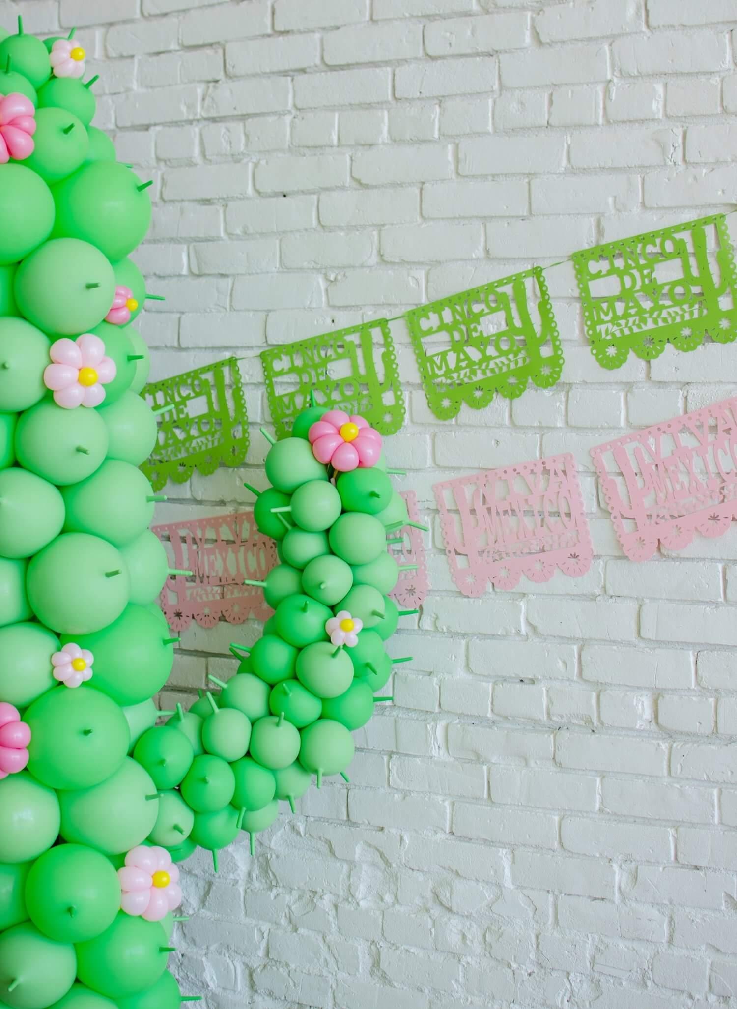 Cinco de Mayo party ideas / Cinco de Mayo Party decor / Papel Picado decor / Balloon Art / Southwestern party ideas / Styled by Carolina from MINT Event Design / www.minteventdesign.com
