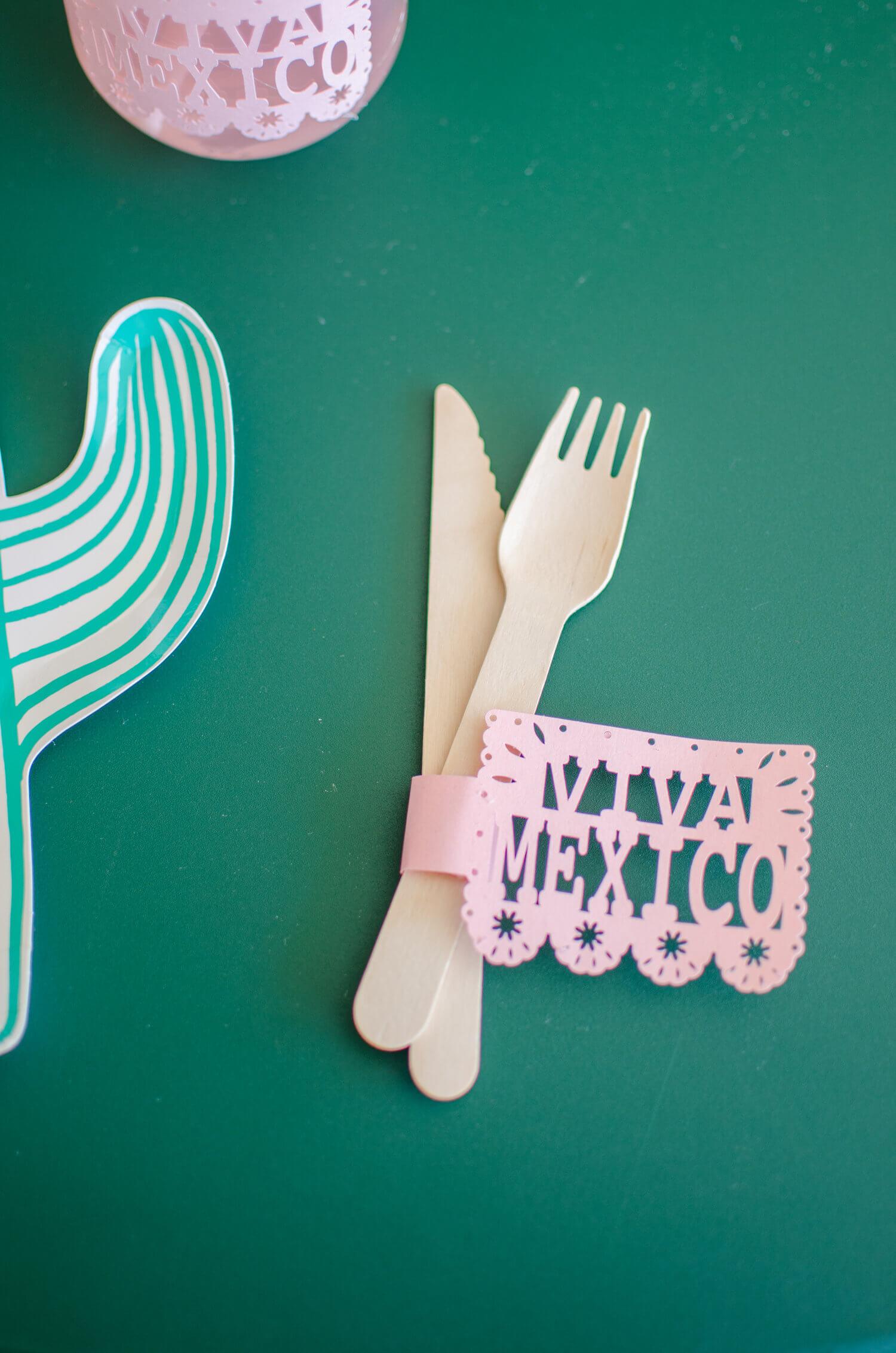 Cinco de Mayo tablescape / Cactus plates / Southwestern party ideas / Cinco de Mayo party ideas / Viva Mexico / Southwestern tablescape / Styled by Carolina from MINT Event Design / www.minteventdesign.com