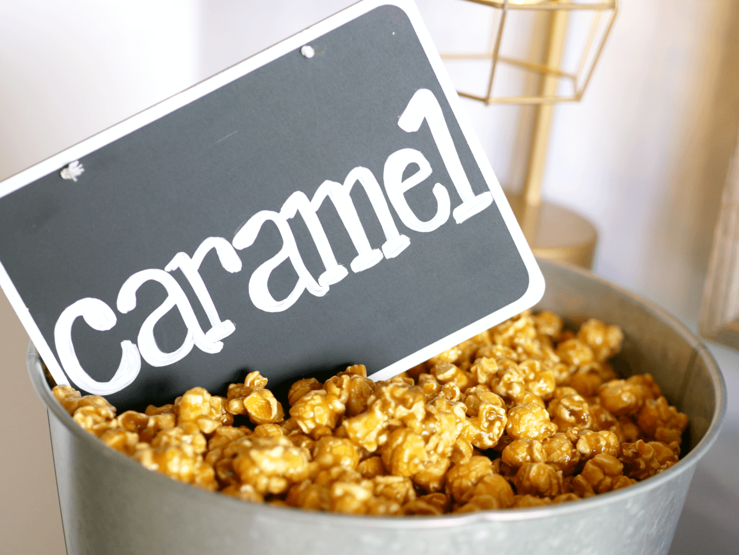 Popcorn bar idea / Popcorn sign idea / Caramel Popcorn / Popcorn Chalkboard signs / Styled by Carolina from MINT Event design / www.minteventdesign.com