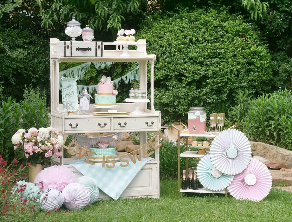French Cottage Bridal Shower Ideas / Outdoor Bridal Shower ideas and decor / Pastel colors Bridal Shower Ideas / Drink Station for a Bridal Shower / Shabby Chic Bridal Shower Ideas / Bridal Shower dessert table idea / Baby Shower dessert table idea / Styled by Carolina from MINT Event Design / www.minteventdesign.com